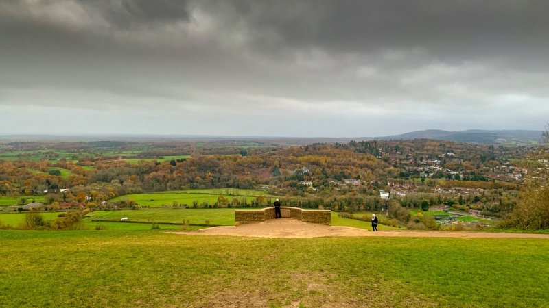 Box-hill-view-point-on-a-cloudy-day