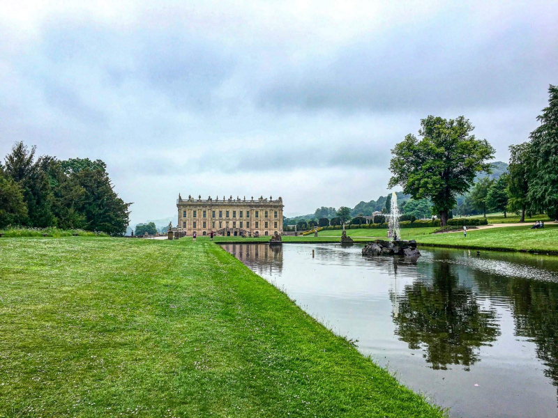 view-of-chatsworth-house-and-water-feature