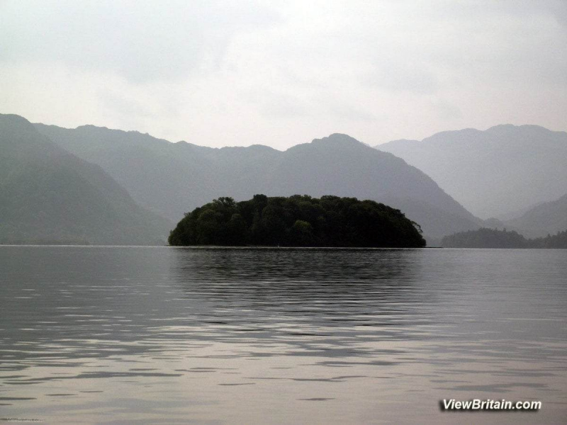 Lonely-island-in-Derwentwater-lake