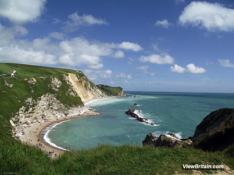 Beach-east-of-Durdle-Door-Limestone-arch-Lulworth-Dorset-England-min