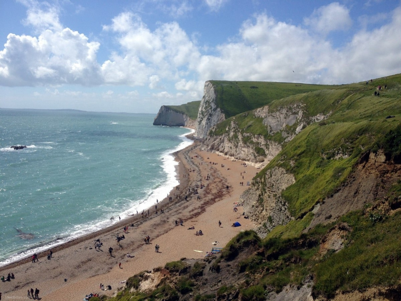 Beach-near-Durdle-Door-on-a-sunny-day-people-sunbathing-Dorset-England-min