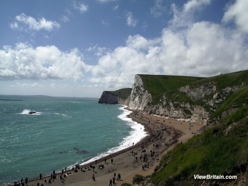 Chalk-Cliffs-near-Durdle-Door-Lulworth-Dorset-England-min