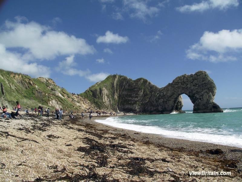 Durdle-Door-Beach-in-Lulworth-Dorset-England-min