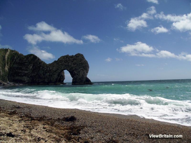Durdle-Door-Beach-west-of-limestone-arch-Dorset-England-min