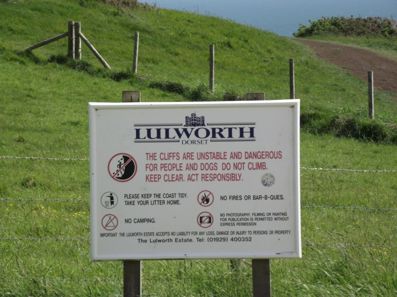 cliffs-are-unstable-sign-at-durdle-door-min