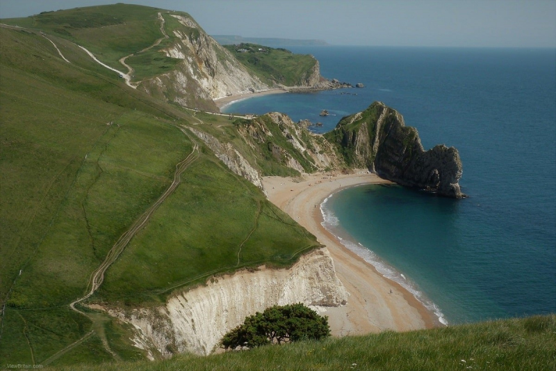 remote-serene-durdle-door-beach-at-lulworth-dorset