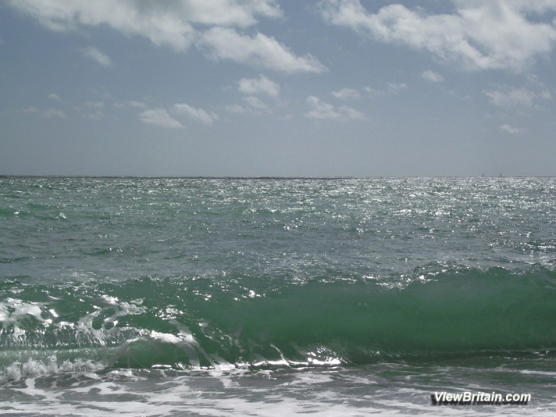 waves-at-durdle-door-crystal-clear-water-quality-Rated-Excellent