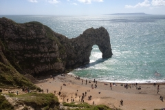 durdle-door-beach-on-a-sunny-day-with-beachgoers-sunbathing-min