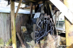 Overshot-wheel-system-at-Finch-Foundry