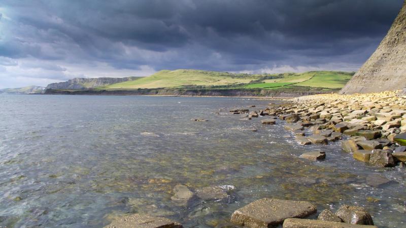 Kimmeridge_bay-rocky-beach