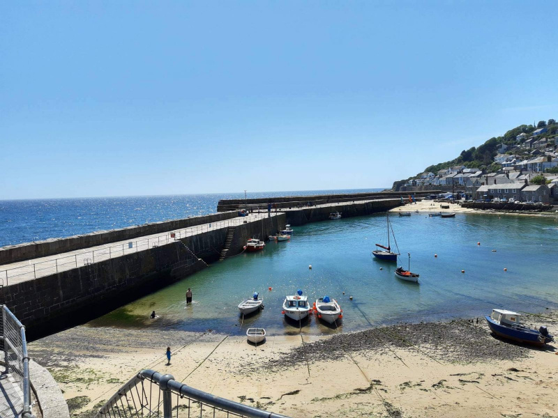Mousehole-cornwall-harbour-view-on-a-sunny-day
