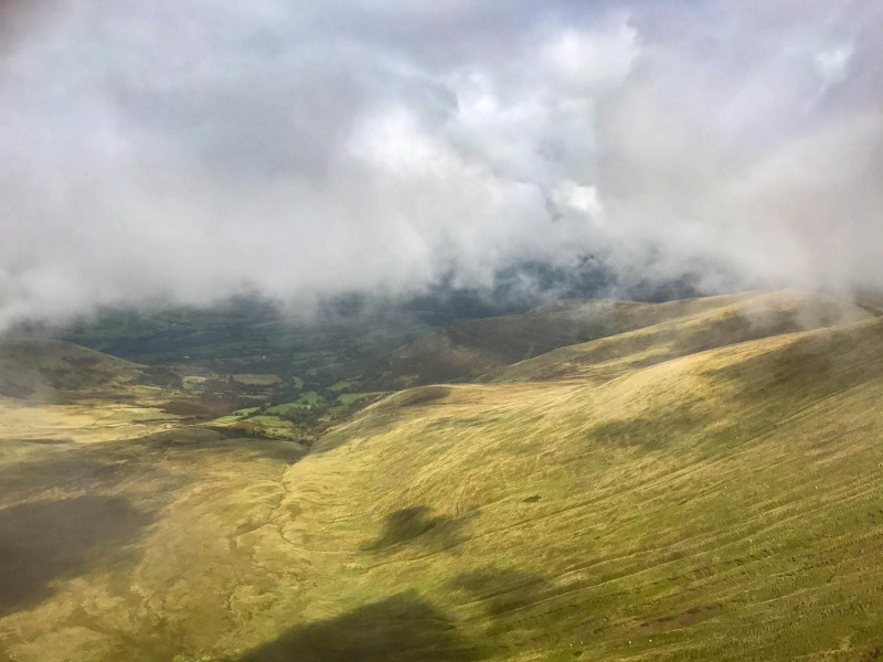 clouds-on-mountain-peak-corn-due-pen-y-fan-brecon-beacons