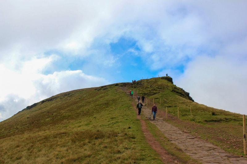 hikers-descending-from-corn-du-mountain-peak