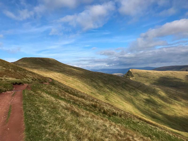 less-steep-descend-from-pen-y-fan-mountain-red-sandstone-path-2