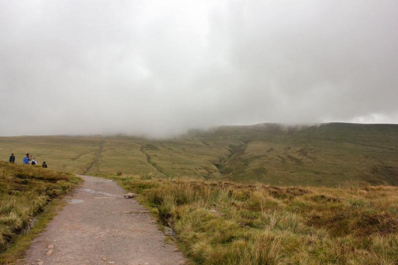 low-clouds-pen-y-fan-corn-du-mountain-hike