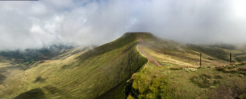 panoramic-views-of-pen-y-fan-mountain-brecon-beacons-wales