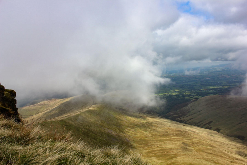 view-of-brecon-beacons-from-pen-y-fan-mountain-3