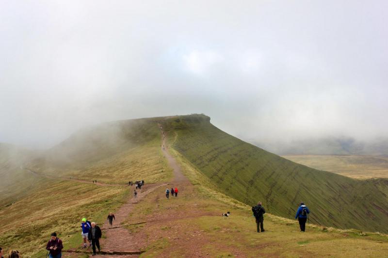 view-of-corn-du-from-pen-y-fan-brecon-beacons-mountain-range