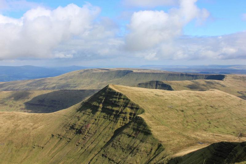 view-of-cribyn-peak-from-pen-y-fan-mountain-2