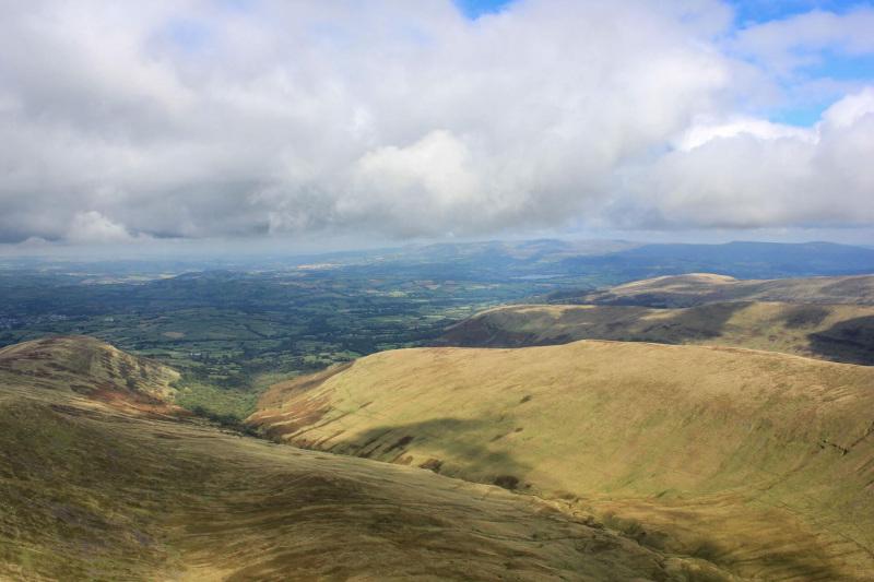views-of-brecon-beacons-from-pen-y-fan-mountain-peak-2