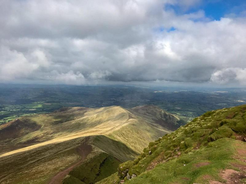views-of-brecon-beacons-from-pen-y-fan-mountain-peak
