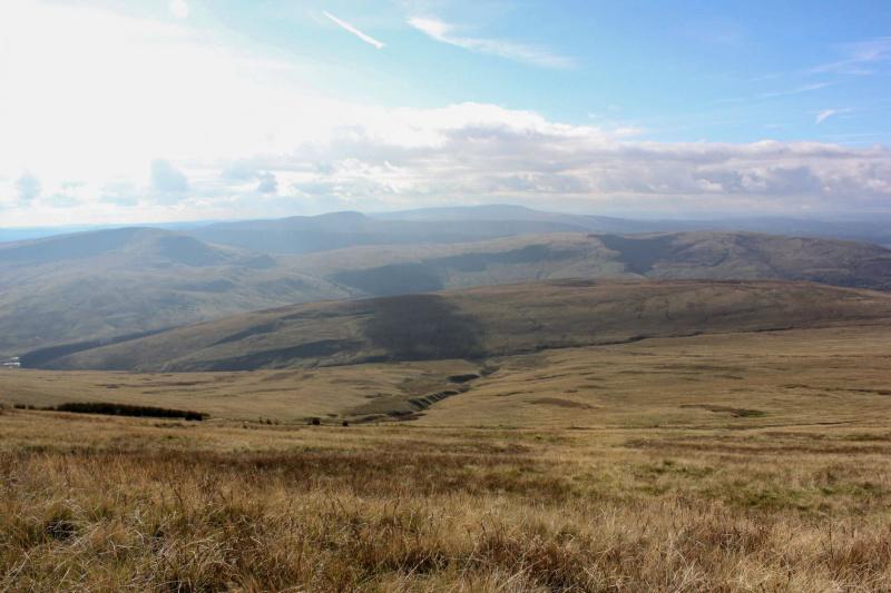 walk-down-from-pen-y-fan-corn-du-mountain-brecon-beacons-3