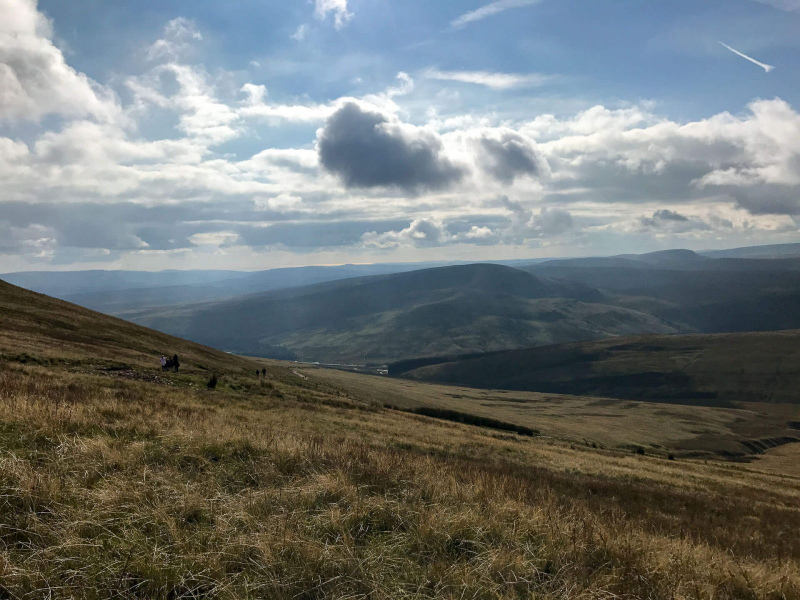 walk-down-from-pen-y-fan-corn-du-mountain-brecon-beacons