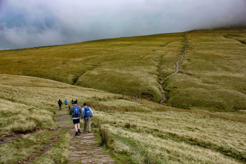 winding-path-to-corn-du-mountain-and-hikers-brecon-beacons