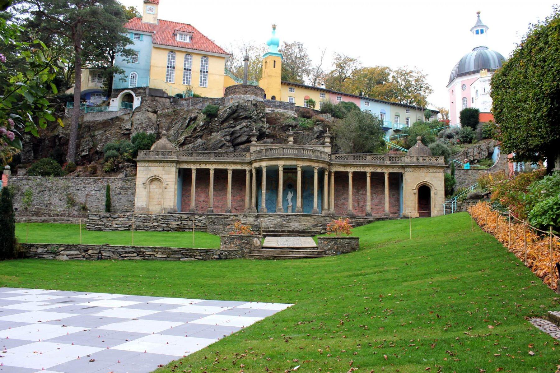 chess-courtyard-portmeirion
