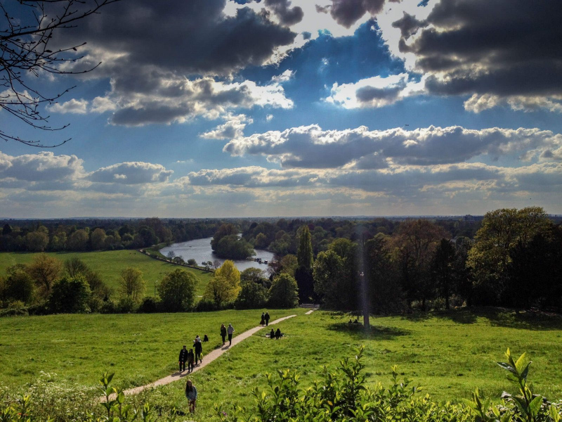 panoramic-views-of-river-thames-richmond