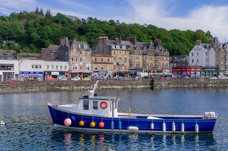 oban-bay-and-shops-oban-scotland