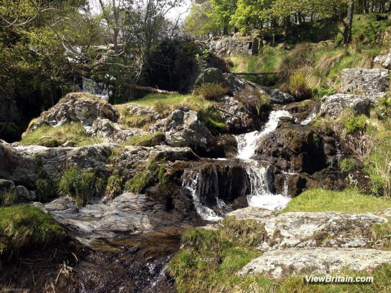 Picture-of-streams-feeding-in-to-Pistyll-Rhaeadr-waterfall-Wales
