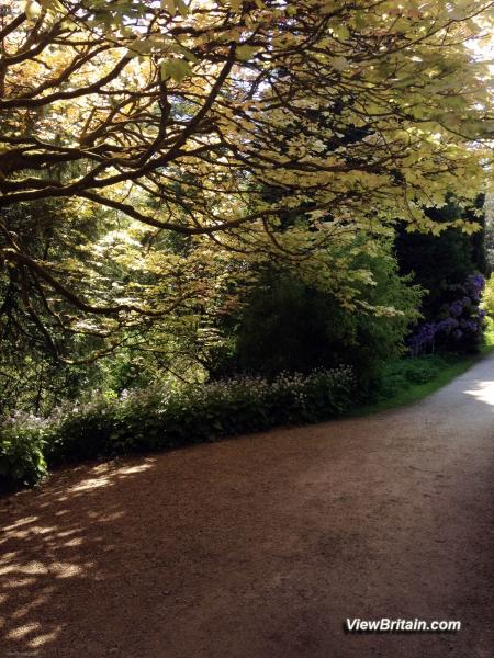 Beautiful-Walks-in-the-Powis-Castle-Gardens