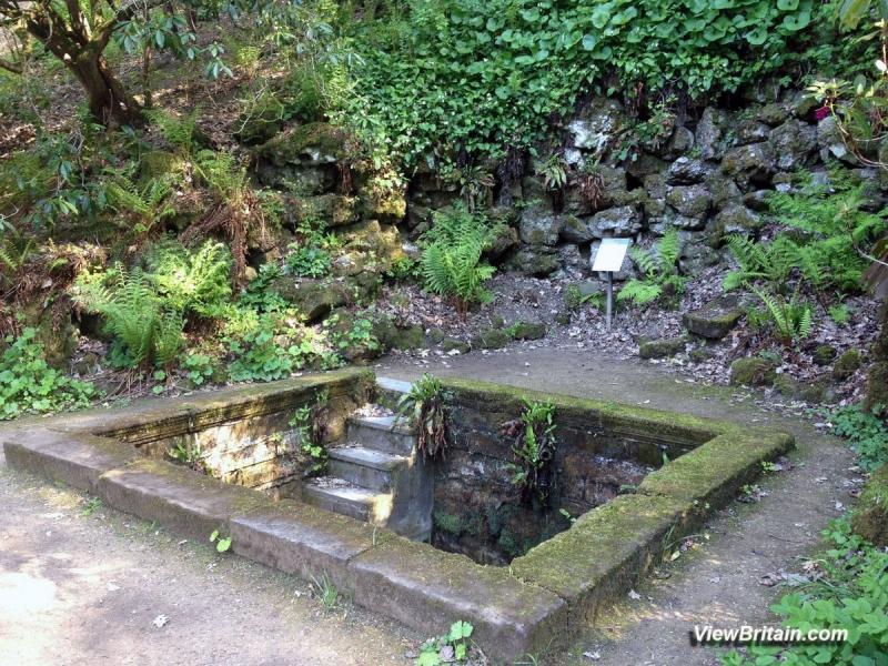 Plunge-Pool-in-Powis-Castle-gardens