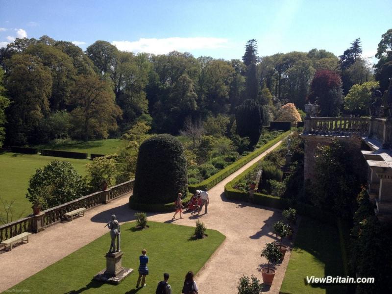 Powis-Castle-Terrace-overlooking-the-Gardens