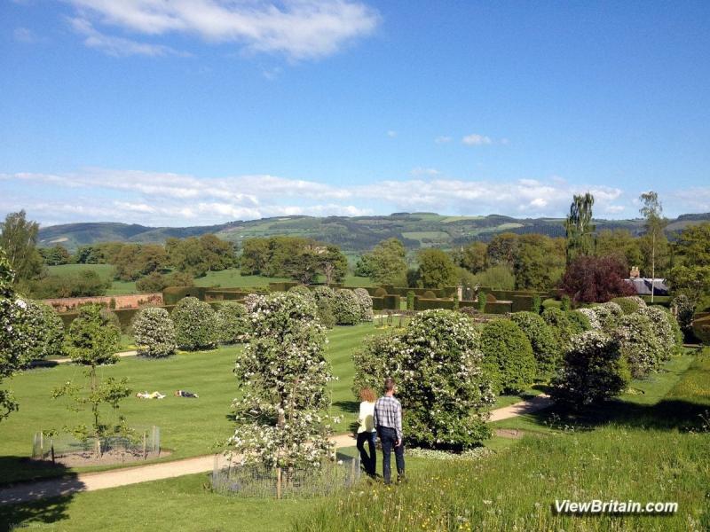 Powis-Castle-formal-gardens