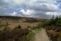 The-walk-from-car-park-at-Worlds-End-Wales