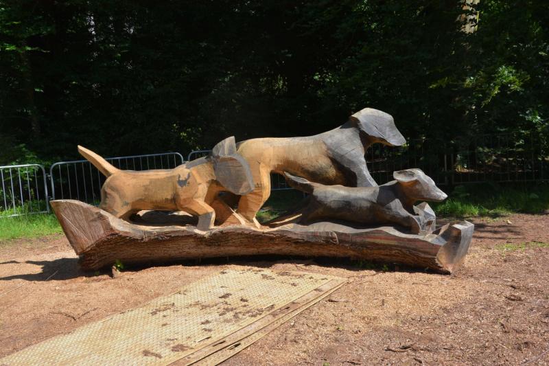 Wooden-carved-sculpture-at-westonbirt-arboretum