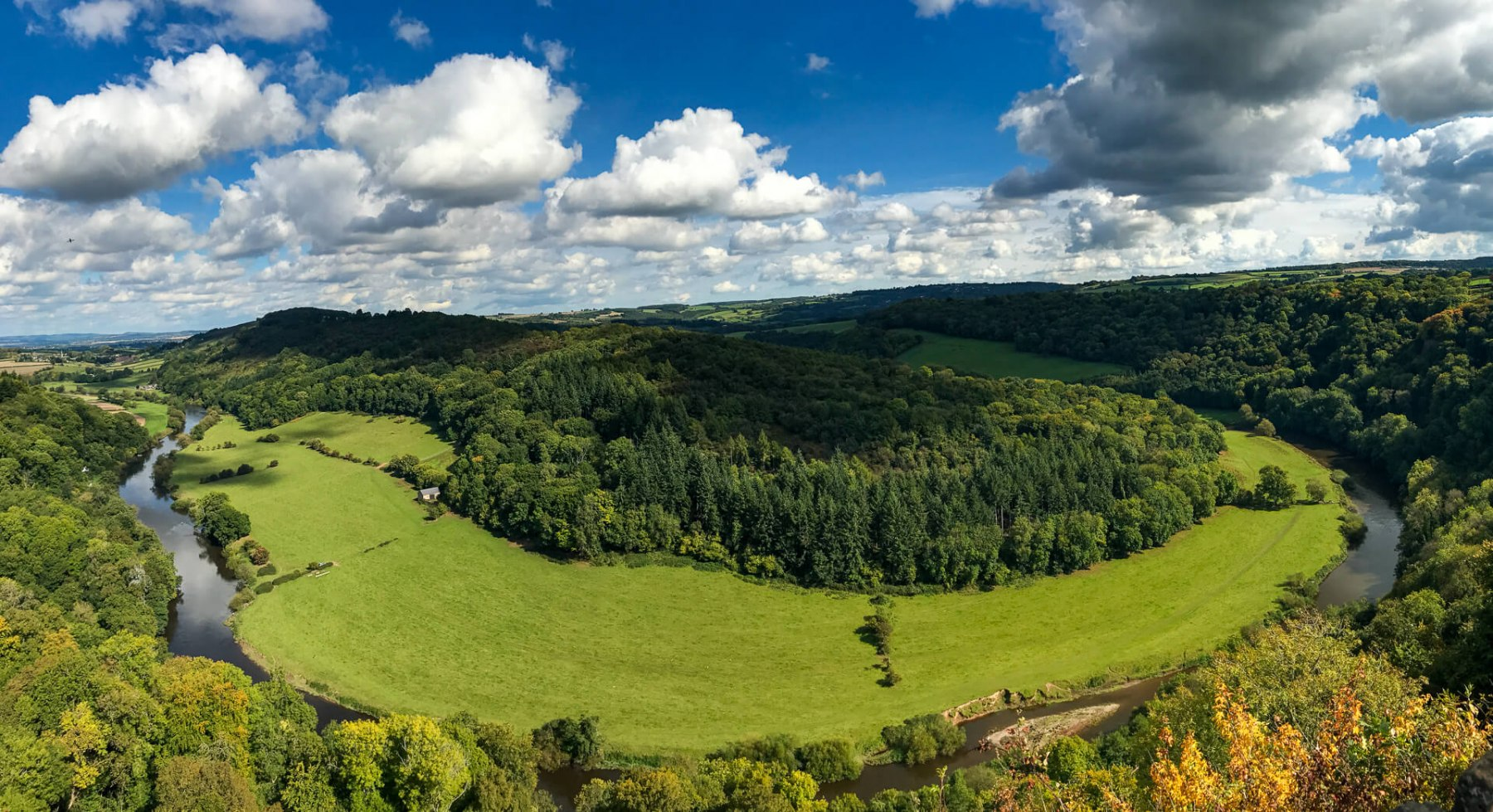 panoramic-view-of-winding-river-wye-from-symonds-yat-viewpoint