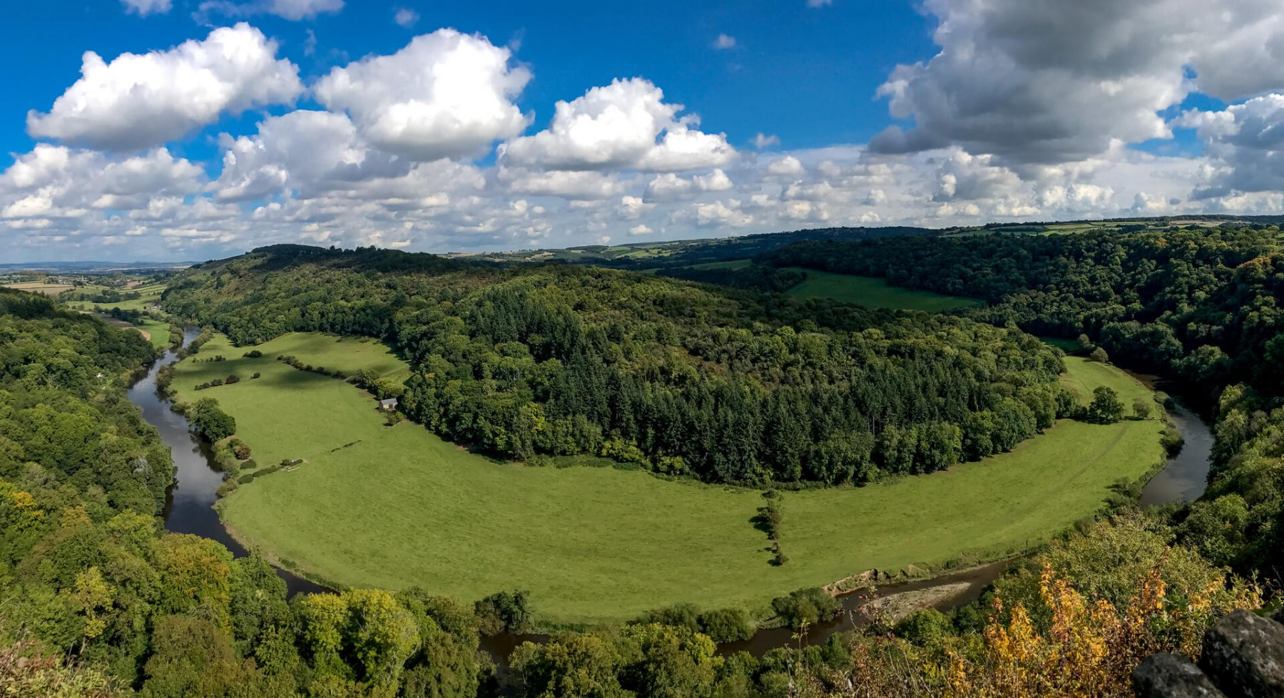 panoramic-view-of-winding-river-wye-from-symonds-yat-viewpoint2