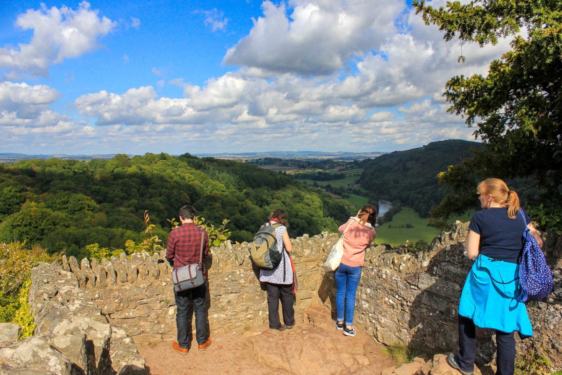 people-taking-pictures-on-symonds-yat-wye-valley