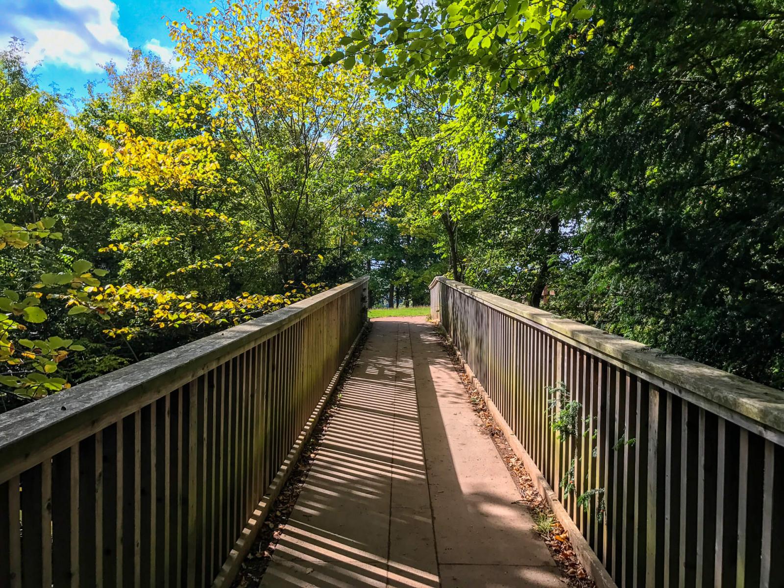 wooden-foot-bridge-near-yat-rock