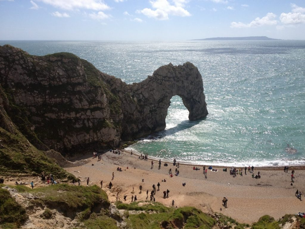 durdle-door-beach-on-a-sunny-day-with-beachgoers-sunbathing