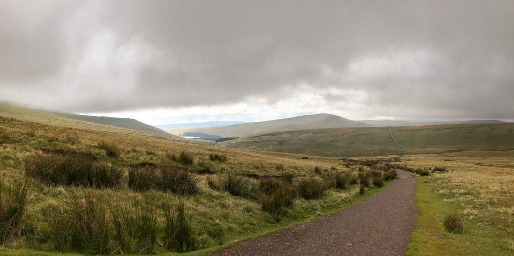 long-winding-path-to-corn-du-mountain-brecon-beacon