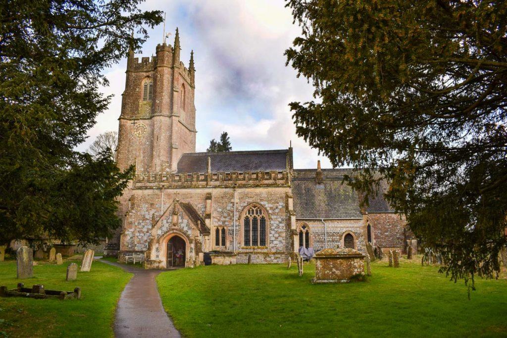 outside-view-avebury-St-James'-church