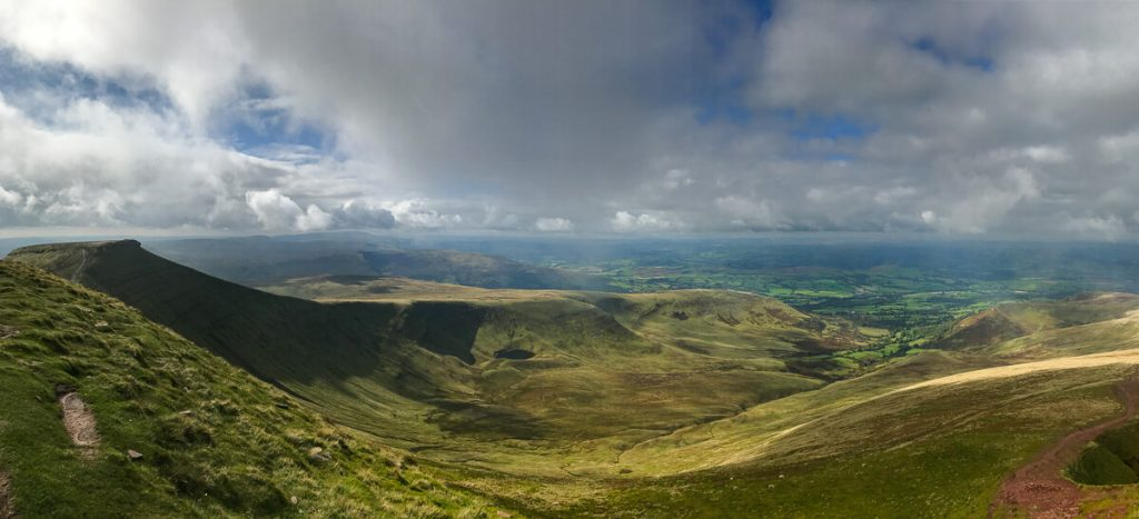 panoramic-view-of-brecon-beacons-from-mountain-peak-pen-y-fan