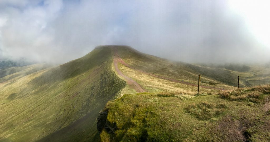 panoramic-views-of-pen-y-fan-mountain-brecon-beacons-wales-2