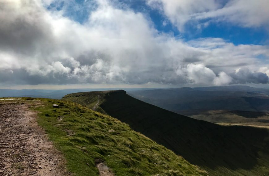 A Guide to Climbing Corn DU and Pen y Fan Mountains